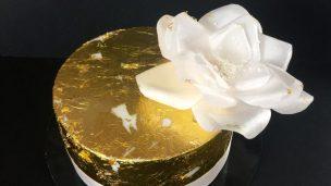 Gâteau angle droit et feuille d'or